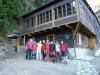 Záverečné spoločné foto pred chatou Plesnivec