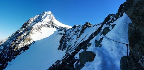 Pohľad na vrchol z ferraty končiacej na Adlersruhe