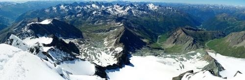 Horská skupina Schobergruppe a doliny, ktorými vedú výstupové trasy pod Glockner od juhu