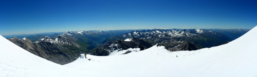 Pohľad smerom na východ pri zostupe na ľadovci Kleinglocknerkees