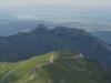 Vpredu Kasprov vrch, v strede Giewont, vzadu Oravská priehrada